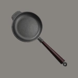 Gjutjärnspanna 18 cm Trähandtag