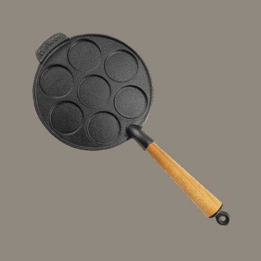 Pletpande Støbejern 23 cm med Træskaft